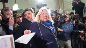 Carrió arrasa en la Capital