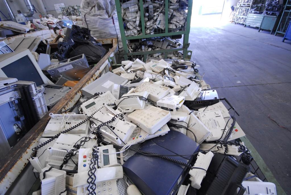 Resultado de imagen de dos meses 17 toneladas de residuos electrónicos para reciclar