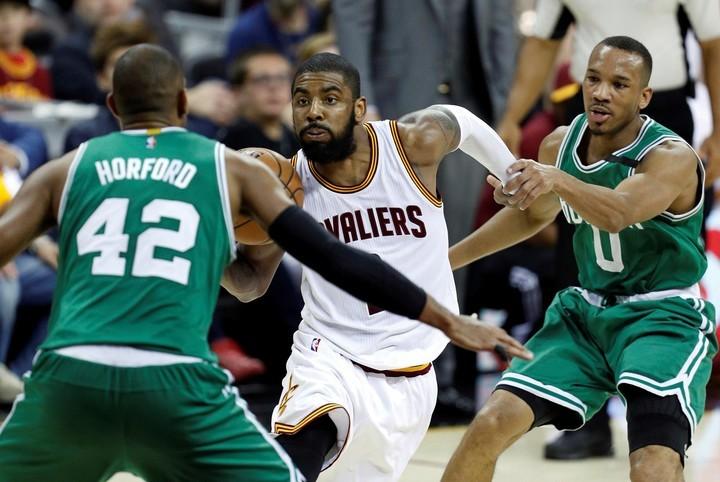 Estrella de Cleveland Kyrie Irving pasará a los Celtics