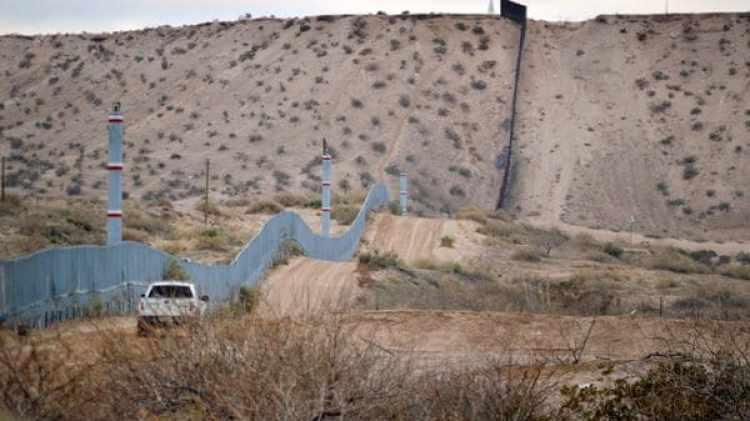 El muro que hoy separa la frontera de Estados Unidos con México (AP)