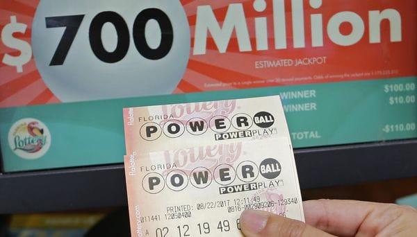 Lotería en EU alcanza los 700 millones de dólares