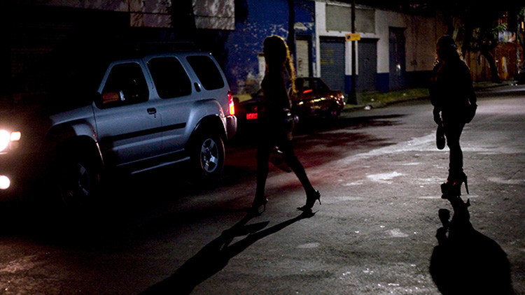 'Sexoservidoras' por 85 dólares: Cómo 'alquilan' mujeres en México para convertirlas en esclavas
