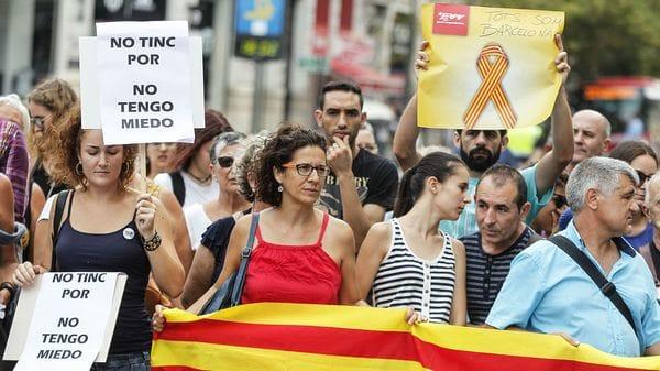 Miles de personas se manifiestan en Barcelona contra el terrorismo