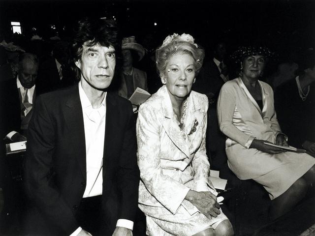 Mick Jagger y la princesa Josephine Loewenstein en la boda de la hija de esta, Dorothea, con Manfredi della Gherardesca, en Londres en 1998.