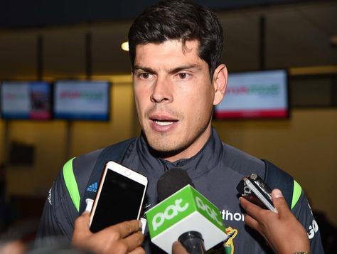 El golero Carlos Lampe responde a las inquietudes de la prensa. Foto: Archivo La Razón