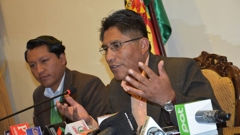 El gobernador de La Paz en conferencia de prensa.