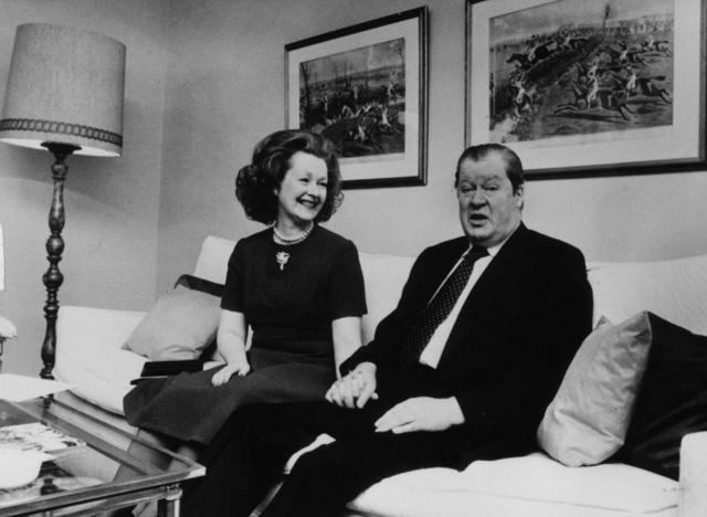 Lord Spencer y su segunda esposa, Raine, fotografiados en 1981.