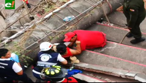 Persona herida al caerse una luminaria del estadio de Real Santa Cruz