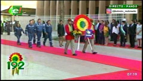 Con ofrendas florales se inician los actos de celebración del 192 aniversario de Bolivia