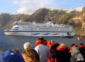 Rescate de pasajeros del crucero Sea Diamond, en aguas de Santorini
