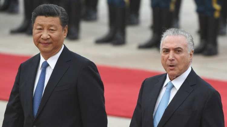 Xi Jinping junto al presidente de Brasil, Michel Temer (AFP)