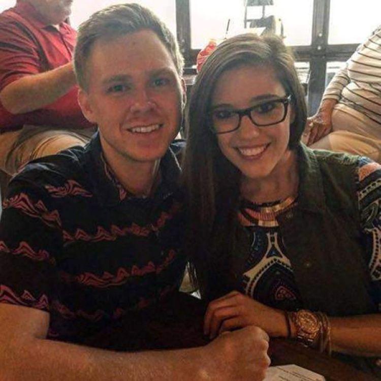 Matthew y Lauren Phelps. Se casaron en noviembre. Ella apareció apuñalada el viernes por la madrugada. Él cree que la mató