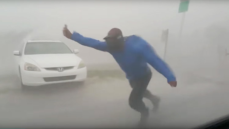 Cazador de huracanes arriesga su vida en medio de Irma