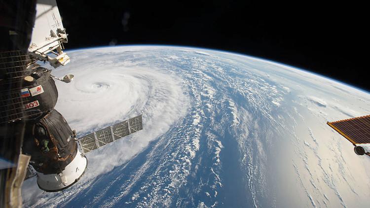 FOTOS, VIDEO: Captan un 'espeluznante rostro' dentro del huracán Irma