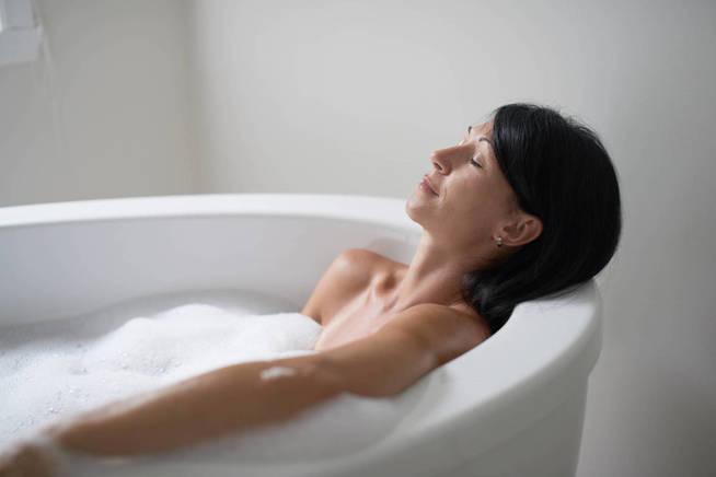 Las mujeres maduras suelen tener más maña en esto del sexo. (iStock)