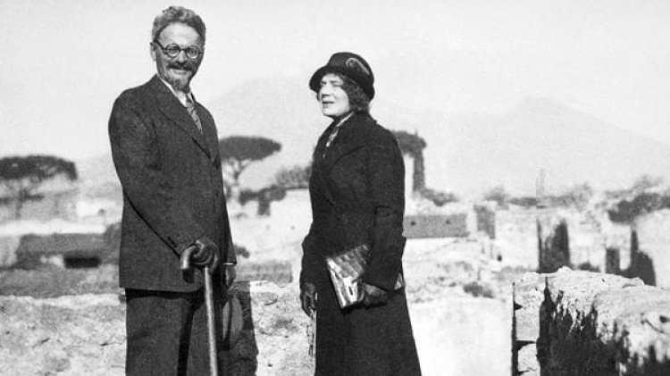 Trotsky y su esposa Natalia, exiliados en México (Getty Images)