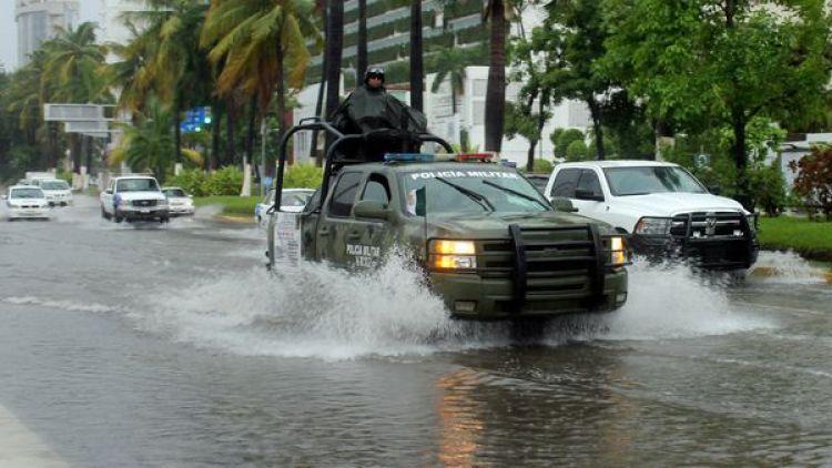 Las calles de Acapulco se inundaron por las tormentas producidas por Max.