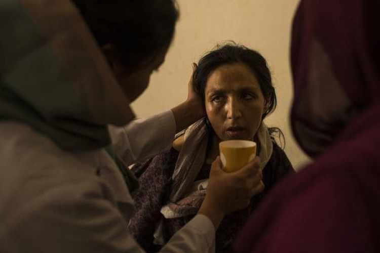 Una mujer en el Centro Nacional para el Tratamiento de la Adicción deMujeres y Niños en Kabul. (Andrew Quilty / The Washington Post)