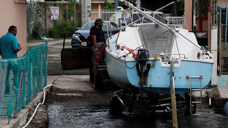 El poderoso huracán María toca tierra en la isla principal de Puerto Rico
