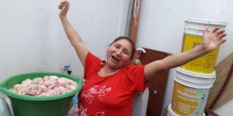 Hinchas rojos 'cocinan a las gallinas'