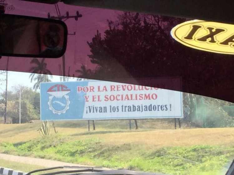 Propaganda política en las rutas de Cuba