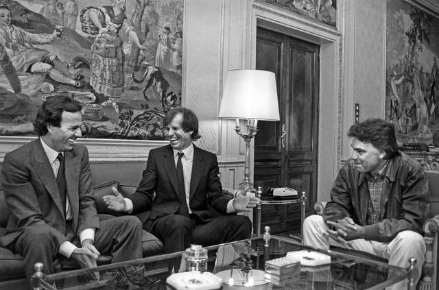 Julio Iglesias, Manuel Benítez