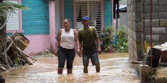 Dos muertos y más de 30 evacuados tras torrenciales lluvias en El Salvador