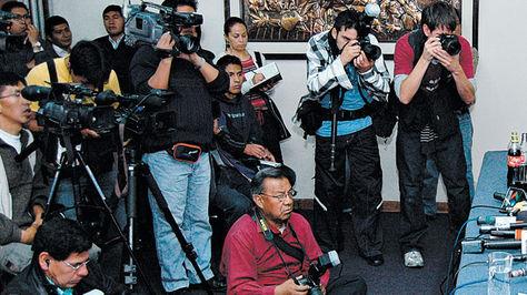 Camarógrafos, fotógrafos y periodistas en plena labor. Foto: Archivo
