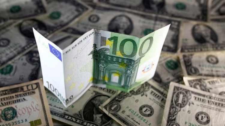 También el euro caía contra el dólar y el yen(Reuters)