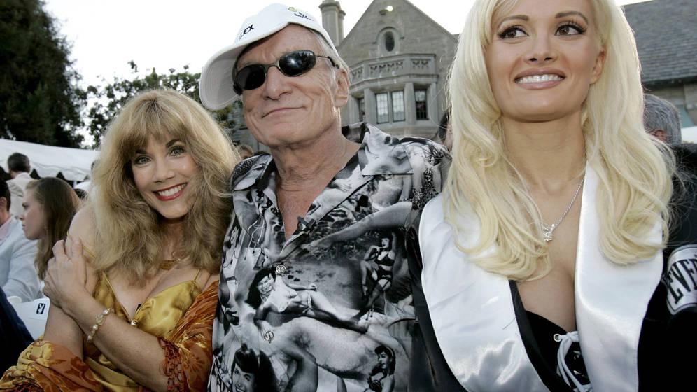Foto: Hugh Hefner, rodeado de dos de sus novias. (Reuters)