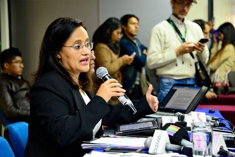 La directora de la Asfi, Lenny Valdivia, durante la conferencia de prensa en la que informó sobre el caso del desfalco en el Banco Unión. Foto: Pedro Laguna