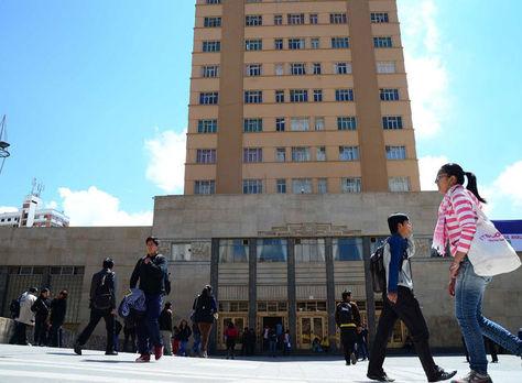 Frontis de la Universidad Mayor de San Andrés.