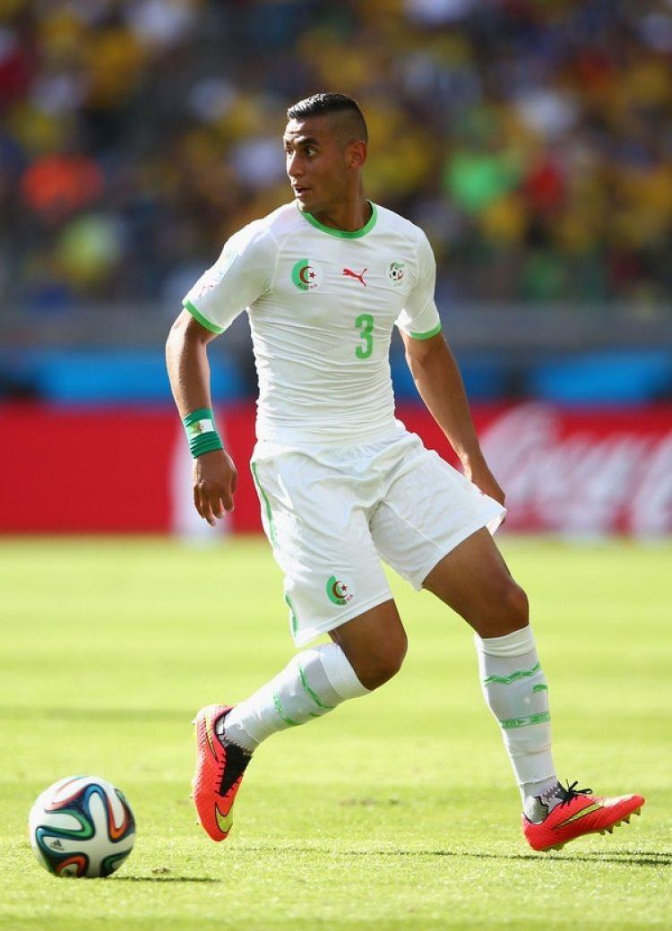Faouzi Ghoulam es una de las estrellas del Napoli y juega en Argelia