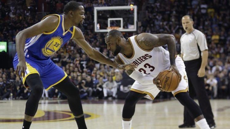 Michael Jordan criticó la concentración de estrellas en uno o dos equipos de la NBA (AP)