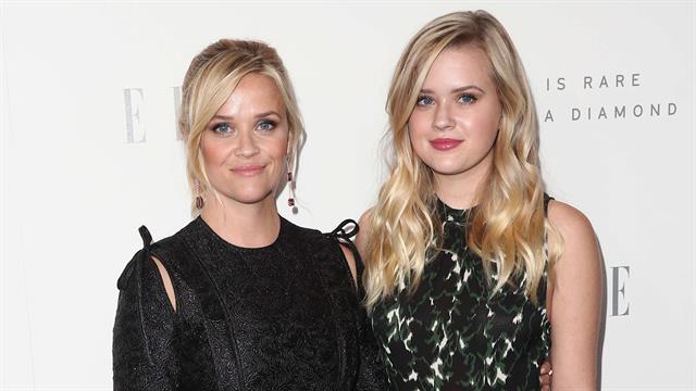 Reese Witherspoon fue con su hija Ava Phillippe al evento