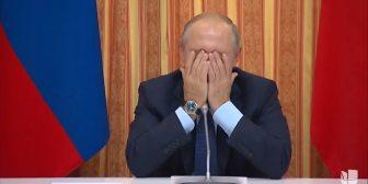 La risa de Vladimir Putin ante el error de uno de sus funcionarios