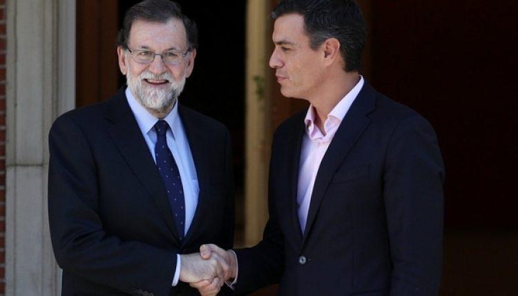Mariano Rajoy junto a Pedro Sánchez, del PSOE (Reuters)