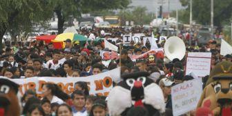 Estudiantes marchan contra la violencia y las pandillas