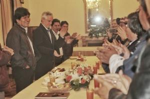 Morales cumple 58 años y los agasajos inician en Palacio de Gobierno