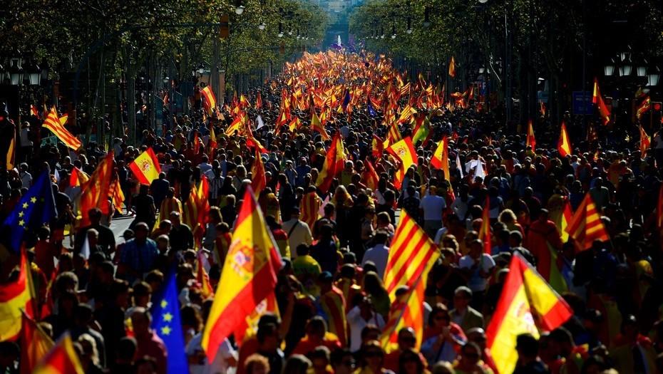 Multitudinaria marcha en Barcelona a favor de la unidad de España