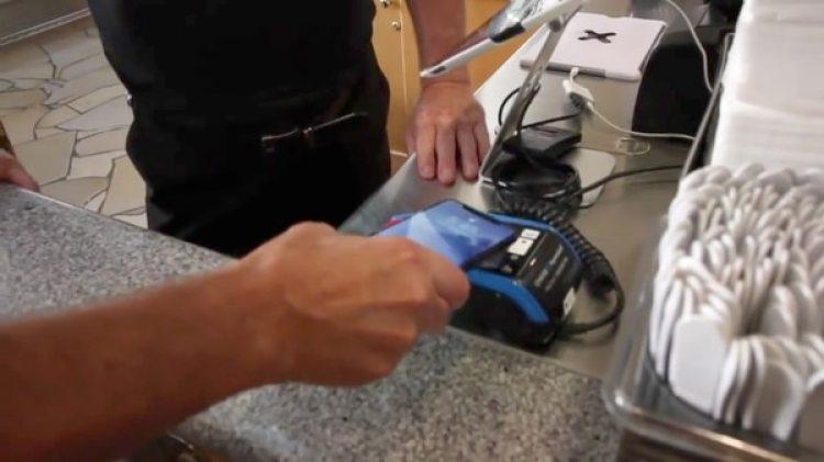 El ingeniero pagó por su almuerzo en la sede central de Apple utilizando únicamente su iPhone X