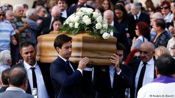 Beerdigung der ermordeten Journalistin Daphne Caruana Galizia auf Malta (Reuters/A. Bianchi)