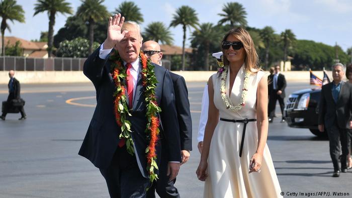 USA Hawai Besuch Trump Blumenkette (Getty Images/AFP/J. Watson)