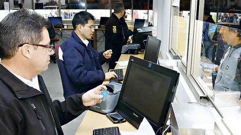 Oficinas de la Policía Internacional de la Dirección Policial de Investigación (DPI). Foto: La Tercera