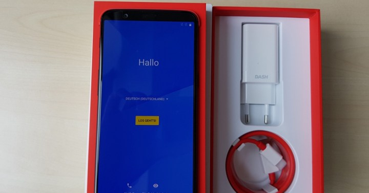 Foto real del frontal del OnePlus 5T