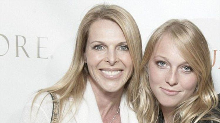 Catherine Oxenberg junto a su hija, India