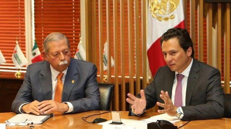 Emilio Lozoya porta un reloj Nautilus de la marca Patek Philipe en su reunión con el gobernador de Tamaulipas, Egidio Torre.