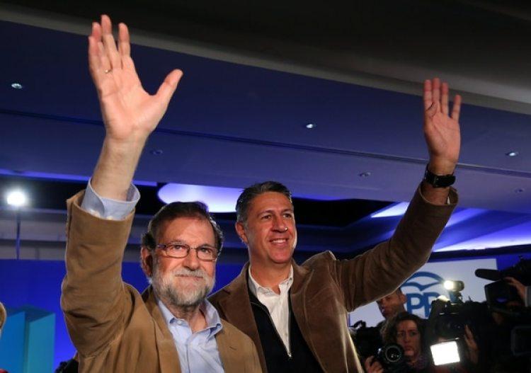 Mariano Rajoy y Xavier Garcia Albiol saludan a los presentes (Reuters)