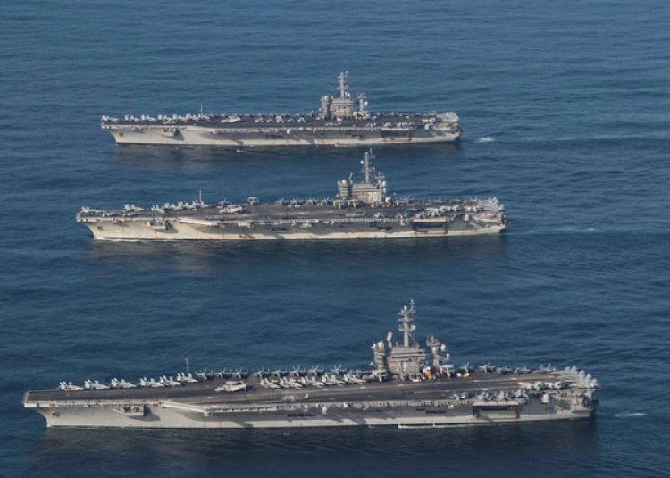 Los portaaviones USS Ronald Reagan, USS Theodore Roosevelt y USS Nimitz en el Mar de Japón (Reuters)