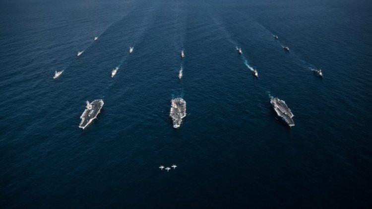 La Marina de Estados Unidosy de Corea del Sur marchan juntos en las aguas internacionales al este de la península coreana. (Reuters)